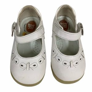Buster Brown Comfort White Buckle FLO Shoe -Sz 5